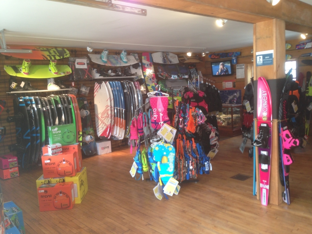 http://paboatshop.com/wp-content/uploads/2015/04/Board-Shop-Interior10-1024x768.jpg