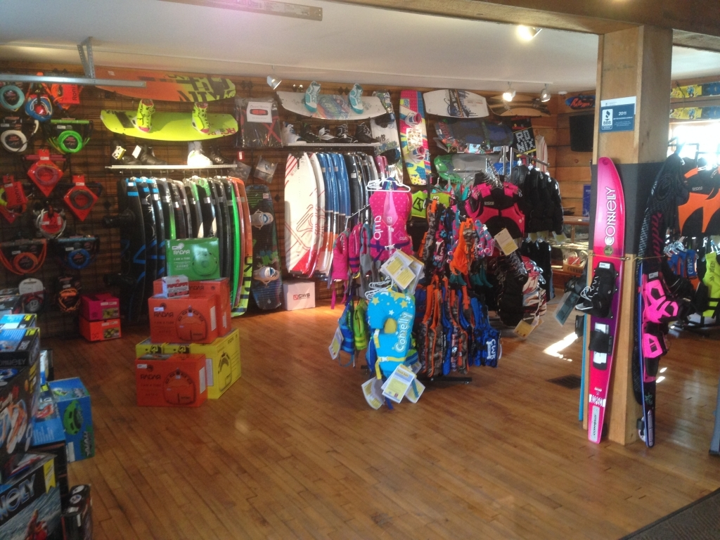 https://paboatshop.com/wp-content/uploads/2015/04/Board-Shop-Interior3-1024x768.jpg
