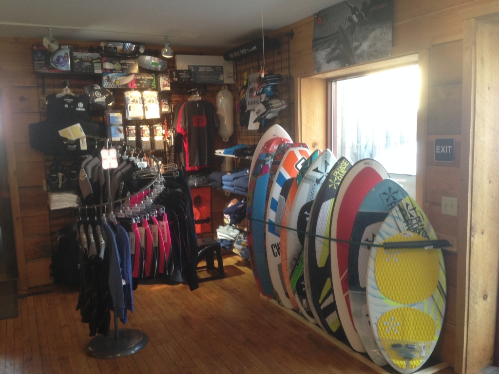 https://paboatshop.com/wp-content/uploads/2015/04/Board-Shop-Interior4-1024x768.jpg
