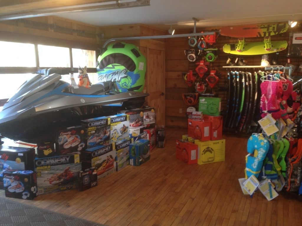 http://paboatshop.com/wp-content/uploads/2015/04/Board-Shop-Interior6-1024x768.jpg