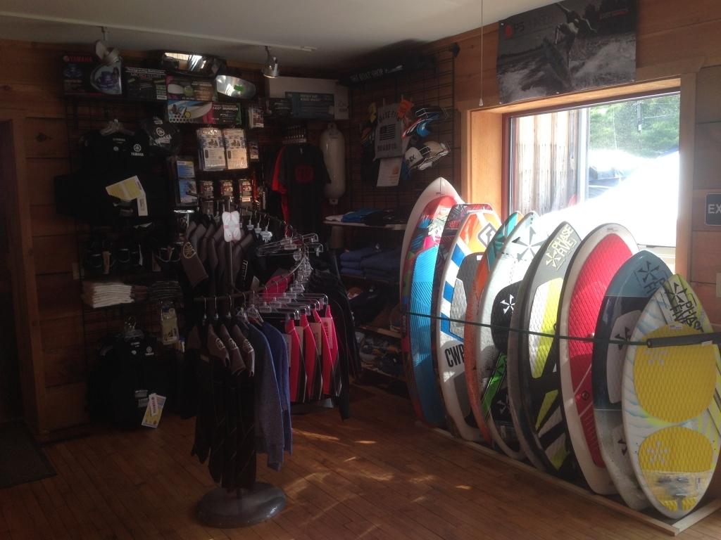 https://paboatshop.com/wp-content/uploads/2015/04/Board-Shop-Interior9-1024x768.jpg
